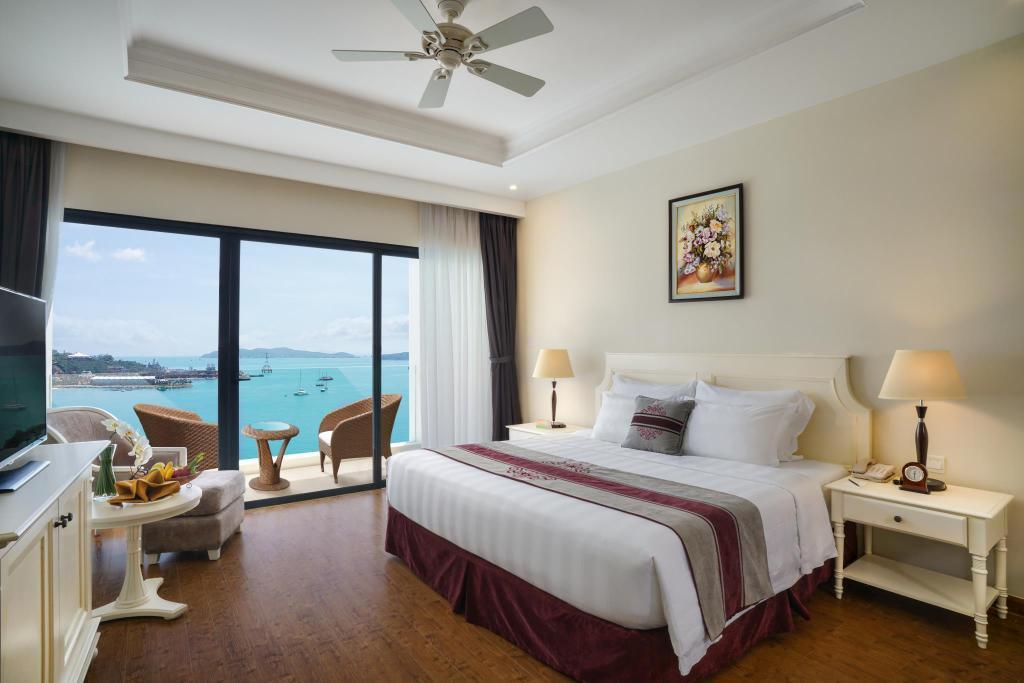 Phòng deluxe Vinpearl Resort & Spa Nha Trang Bay