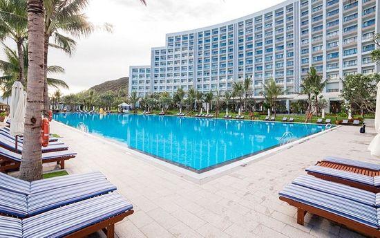 Hồ bơi tại Vinpearl Resort & Spa Nha Trang Bay