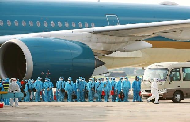 các chuyến bay từ Canada về Việt Nam cứu trợ đối tượng