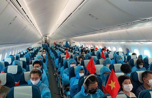 đối tượng đặt vé máy bay từ Mỹ về Việt Nam chuyên gia