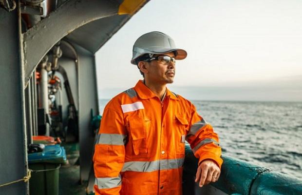 Thuyền viên của tàu biển đến Việt Nam