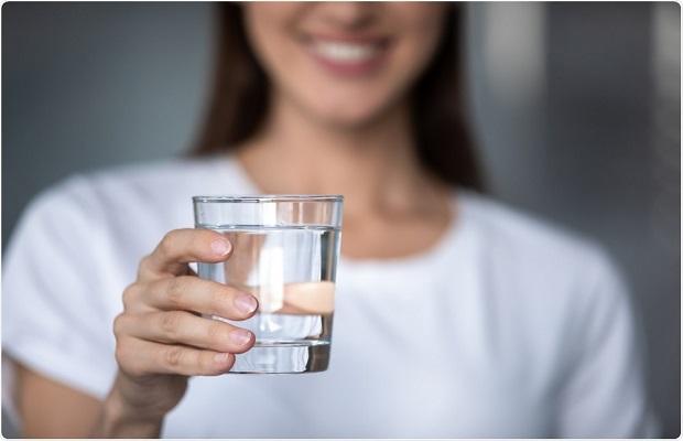 Uống nước lọc thường xuyên trong quá trình cách ly tại khách sạn Đà Nẵng