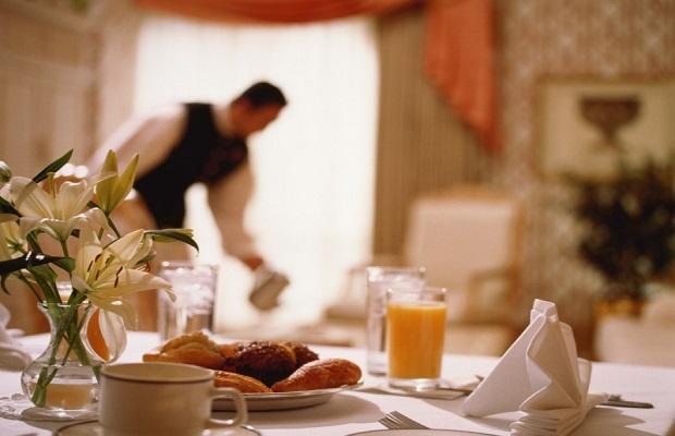 Phục vụ ngày 3 bữa: sáng trưa tối tại khách sạn cách ly