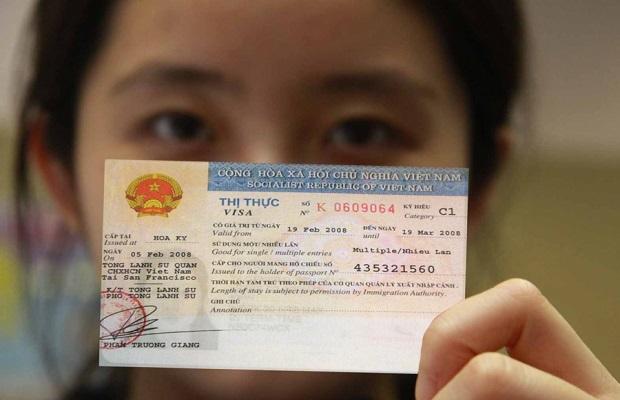 Giấy tờ xuất cảnh phải đảm bảo theo quy định của Singapore và Việt Nam