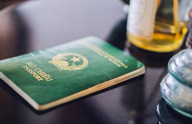 Giấy tờ thông hành bắt buộc của hành khách là người Việt