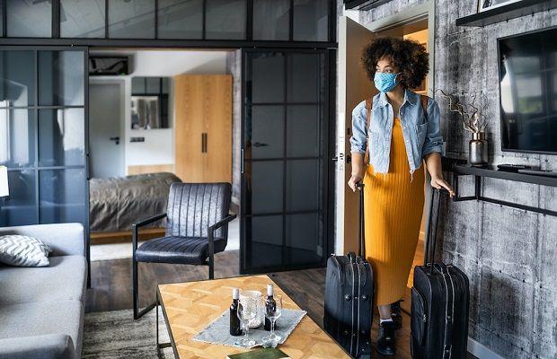 Sau khi được đưa về địa điểm cách ly, hành khách tiến hành cách ly trong vòng 21 ngày